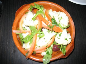 Cauliflower salad with arugula, tomatoes and olives.